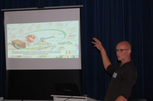 Pim Hondeveld vertelt over duurzaam bouwen met strobalen.